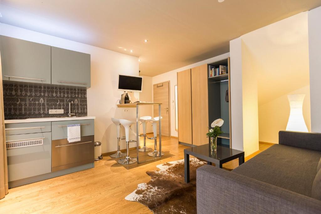 Room 5 Apartments