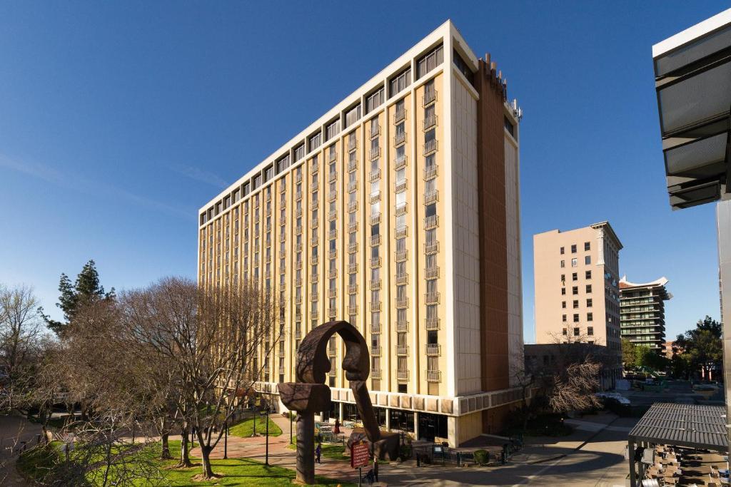 Holiday Inn Sacramento Downtown-Arena, an IHG Hotel