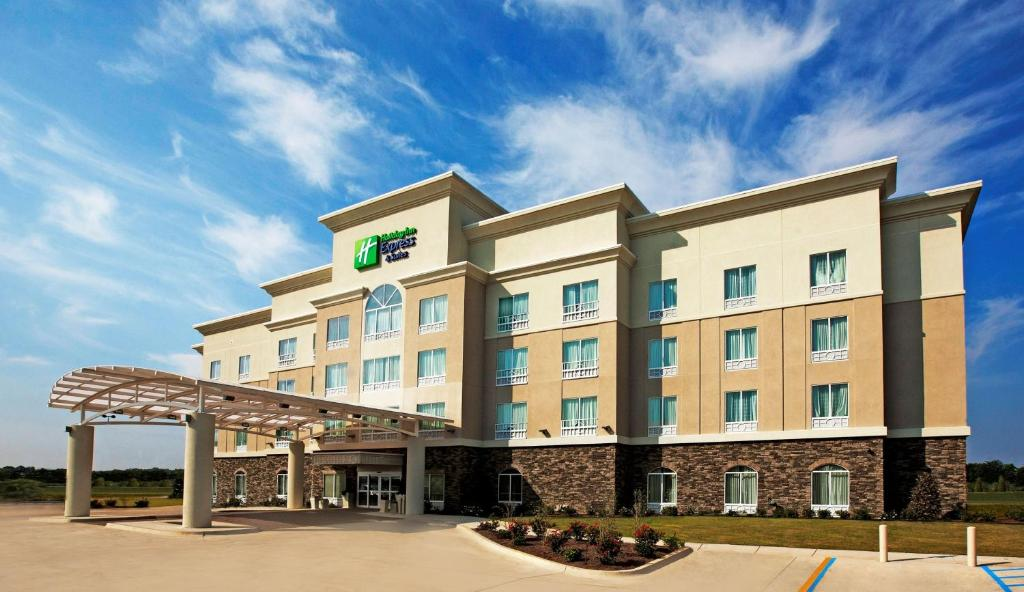 Holiday Inn Express and Suites Bossier City Louisiana Downs, an IHG Hotel