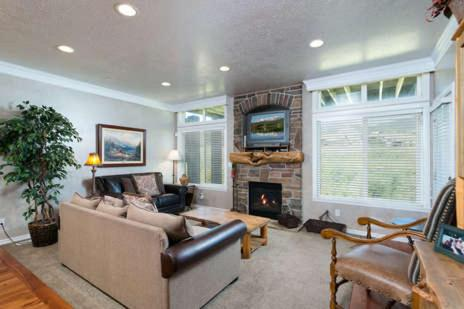 3 Bedroom Huntsville, Utah Lodging Option - Sleeps 12 People LS 23