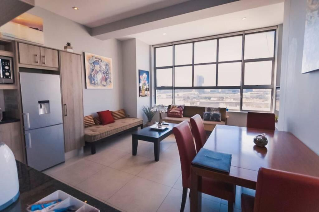 501 Modern One Bedroom Apartment in the heart of Cape Town CBD