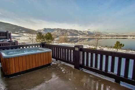 Lakeside Unit 58- Closest lodging to Snowbasin 10 min away, sleeps 14