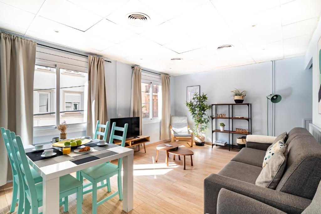 STYLISH SAGRADA FAMILIA APARTMENT MRHAA