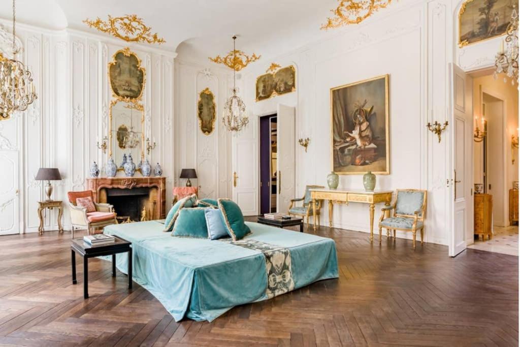 Central Paris, Spacious, Gourmet Kitchen, Historical, Ballroom, Sauna