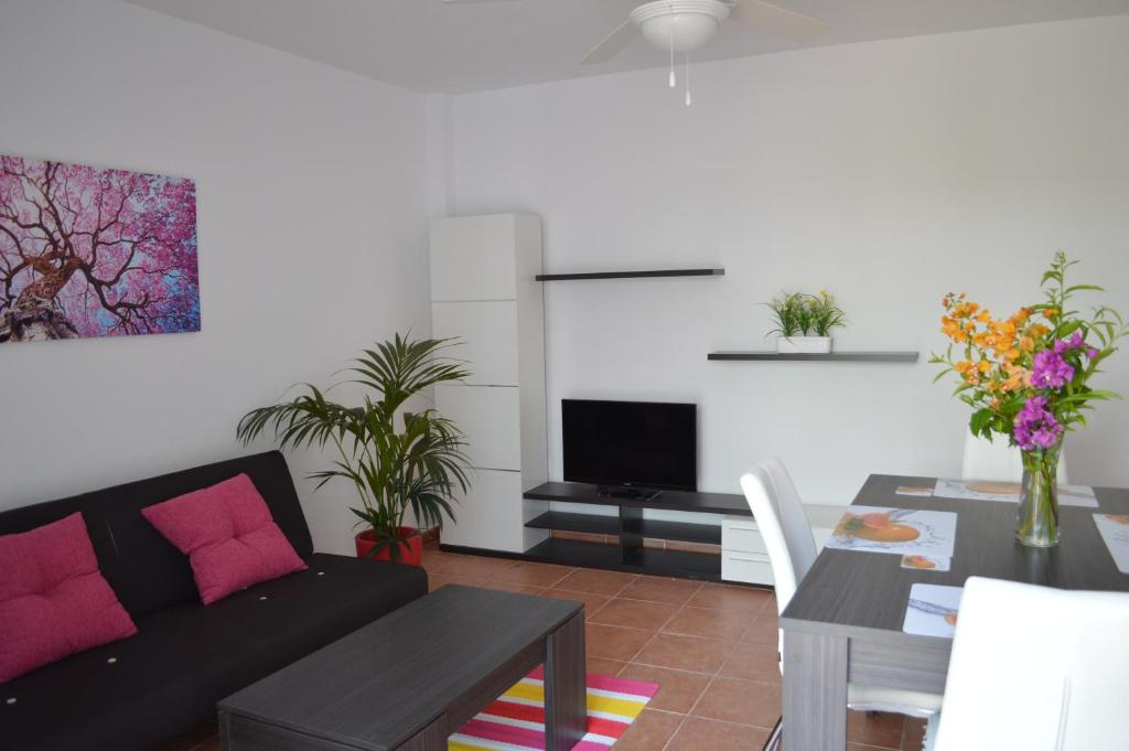 Ground floor apartment, private patio, South facing. direct access to the beach