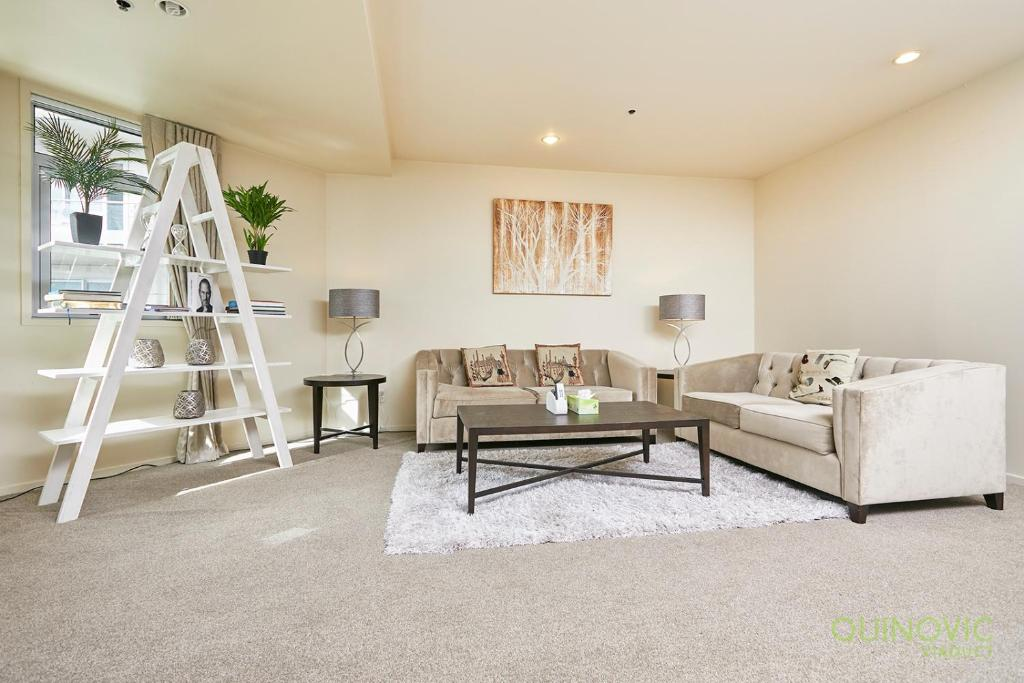QV Spacious Bright Apt Balconies and Parking- 932