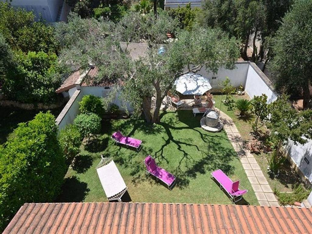 Holiday villa close to the sea with garden and parking space in Torre Specchia
