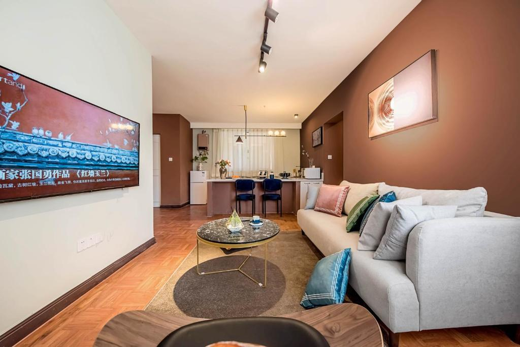 Yun's apartment with perfect location in XuJiaHui