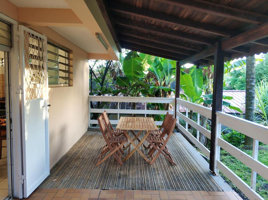 Apartment with one bedroom in Le Lamentin with enclosed garden and WiFi 25 km from the beach