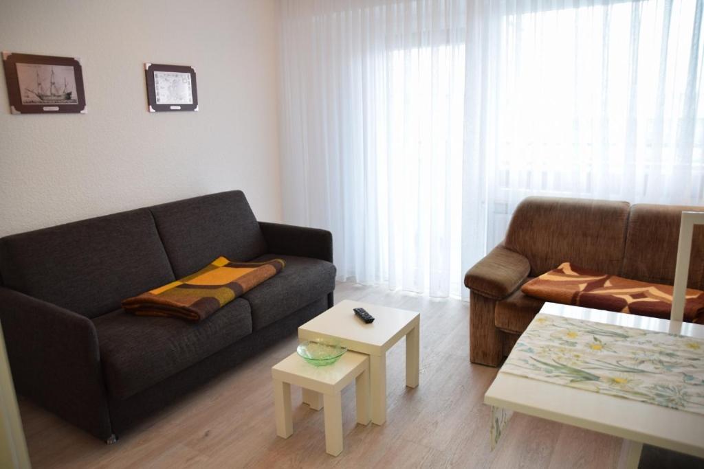 Einfaches 2-Zimmer-Appartement mit Balkon.