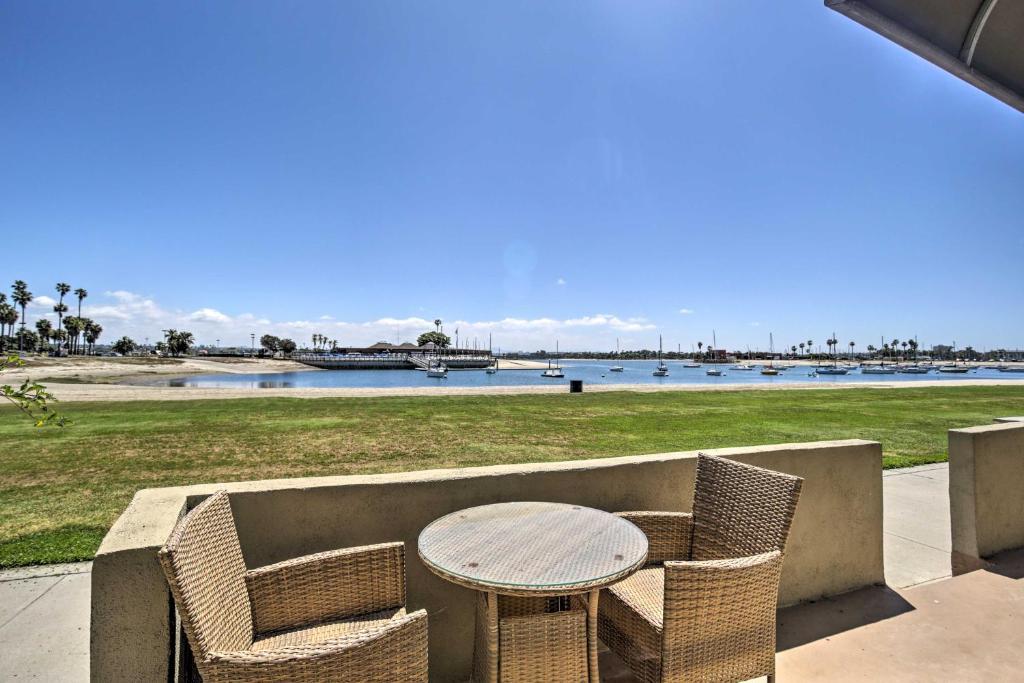 Bayfront San Diego Apt: Walk to Beach & Shops