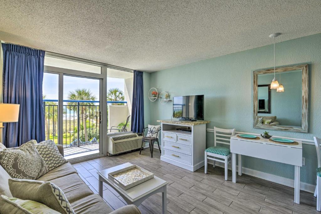 Cozy Resort-Style Condo w/Oceanfront Balcony!