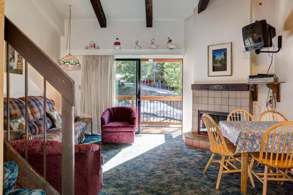 A205 Loft Inside Yosemite National Park- Mins from Badger Pass and Valley.