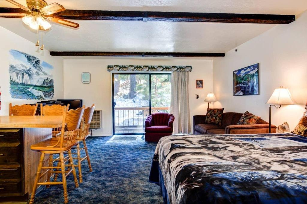 Charming Yosemite Studio- Mins from Badger Pass and the Valley.