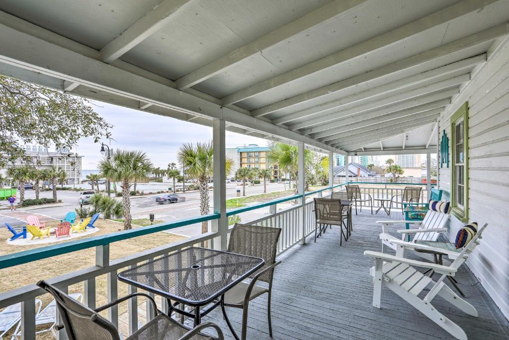 Downtown Myrtle Beach Cottage by 2nd Ave Pier