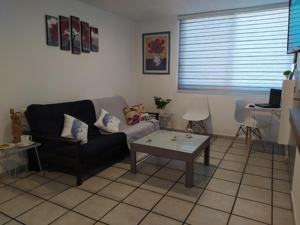 Wifi, kitchen, laundry, work space, garage. 1-6 ps, 2 bedrooms