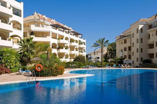 3 bedroom Luxury Beachside Elviria