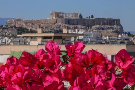 Studio with private terrace and view of Acropolis!