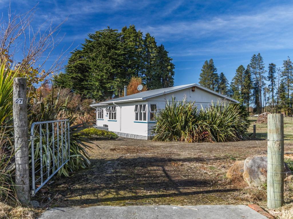 Snowcano Cottage - Rangataua Holiday Home