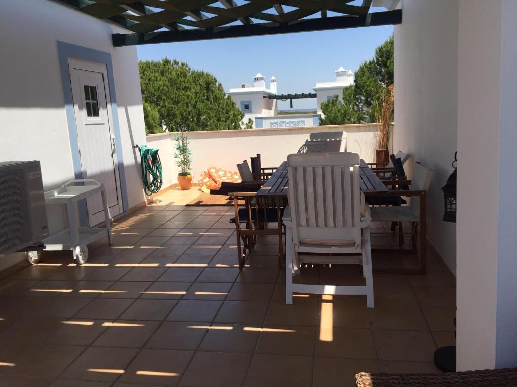 Garden Villa, Cosy House by the sea