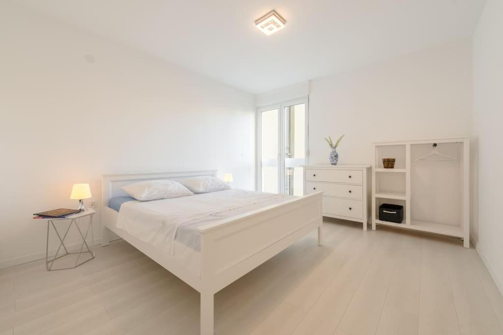 Residential apt, comfortable****- parking-teracce