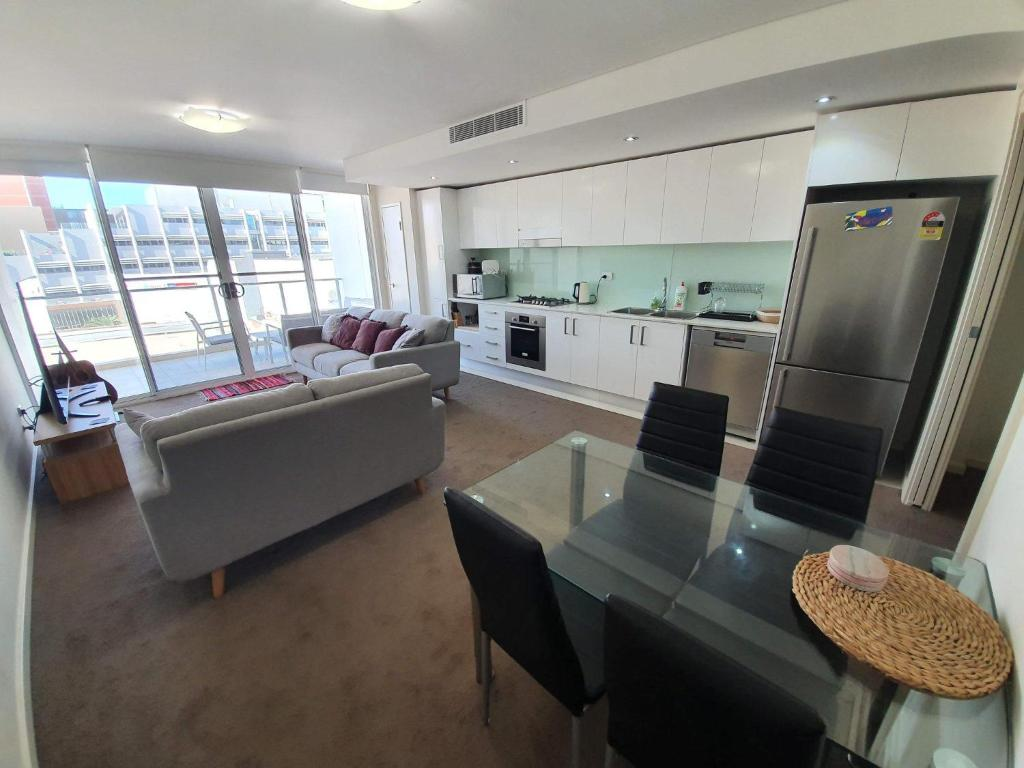 (just listed) Bolton St 1br 350m walk to Newcastle beach +++ Wifi end Eand