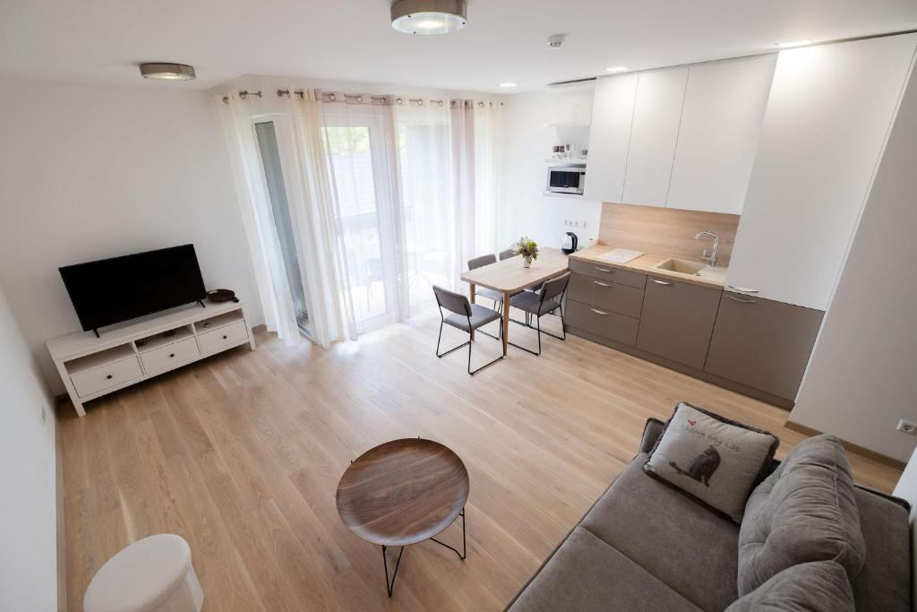 Riverside Ronze Apartment