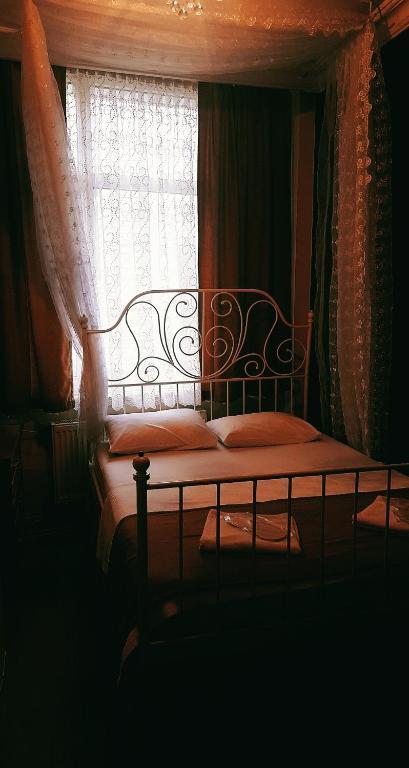HOTEL MORPHEUS