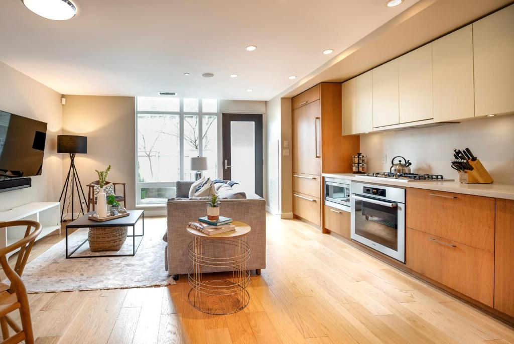 LUXURY Townhome in the Heart of Downtown Vancouver