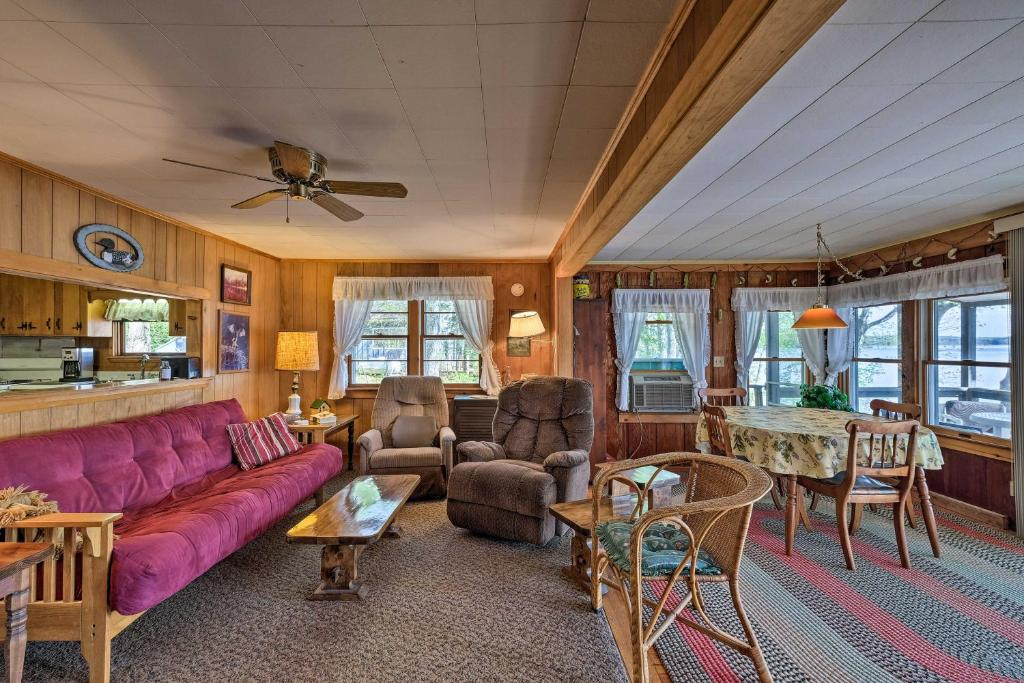 Cozy Cottage with Dock of Annabessacook Lake!