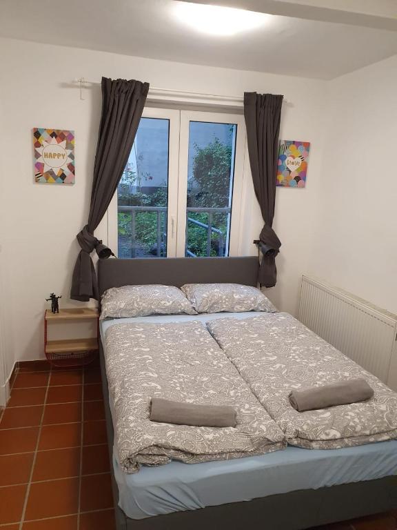 Reeperbahn St. Pauli 3BR Apartment +LR + Kitchen