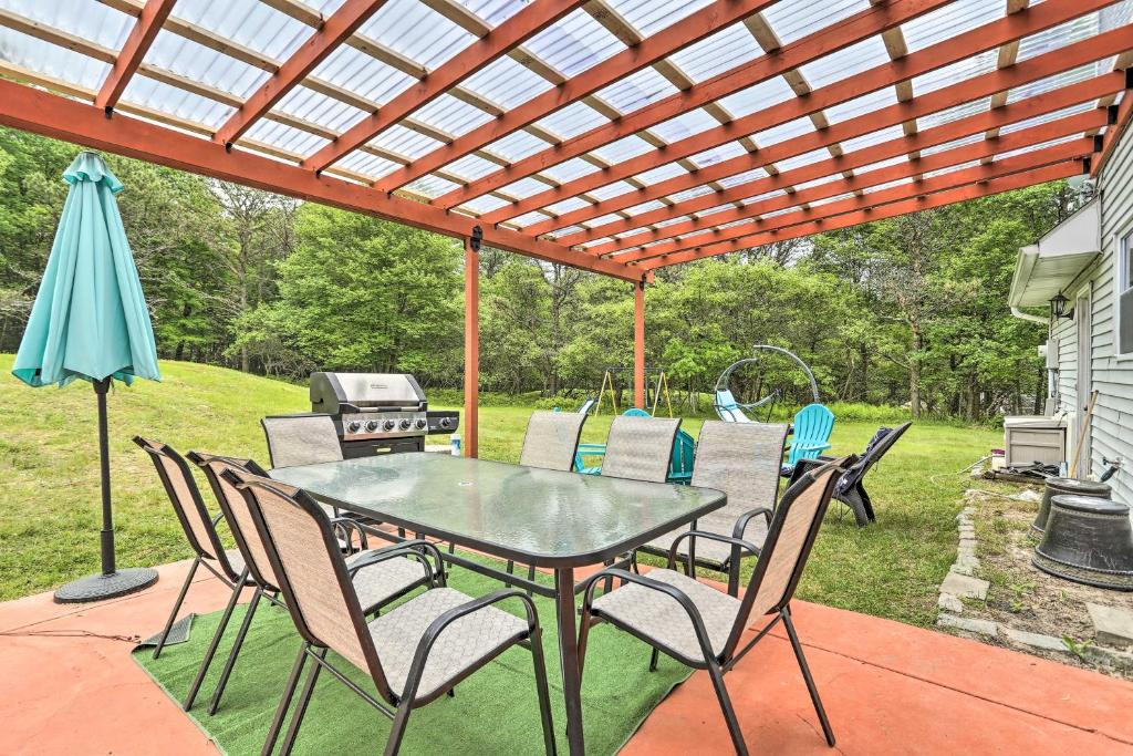 Family Home with Fire Pit Less Than 4 Mi to Pocono Raceway!