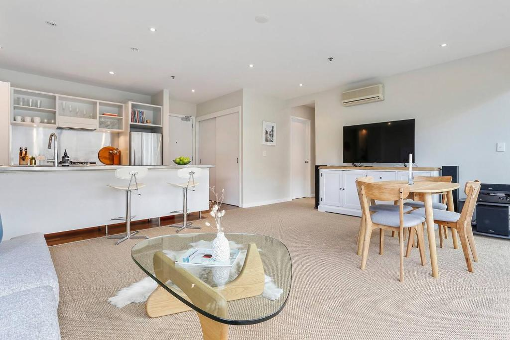 Incredibly spacious living in heart of the Viaduct