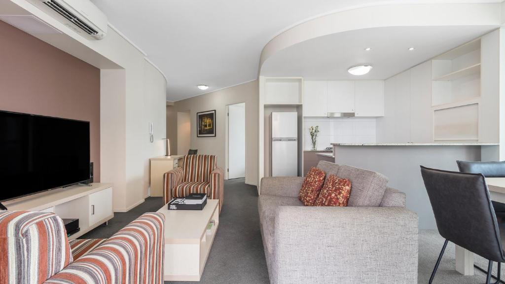Oaks Brisbane on Felix Suites