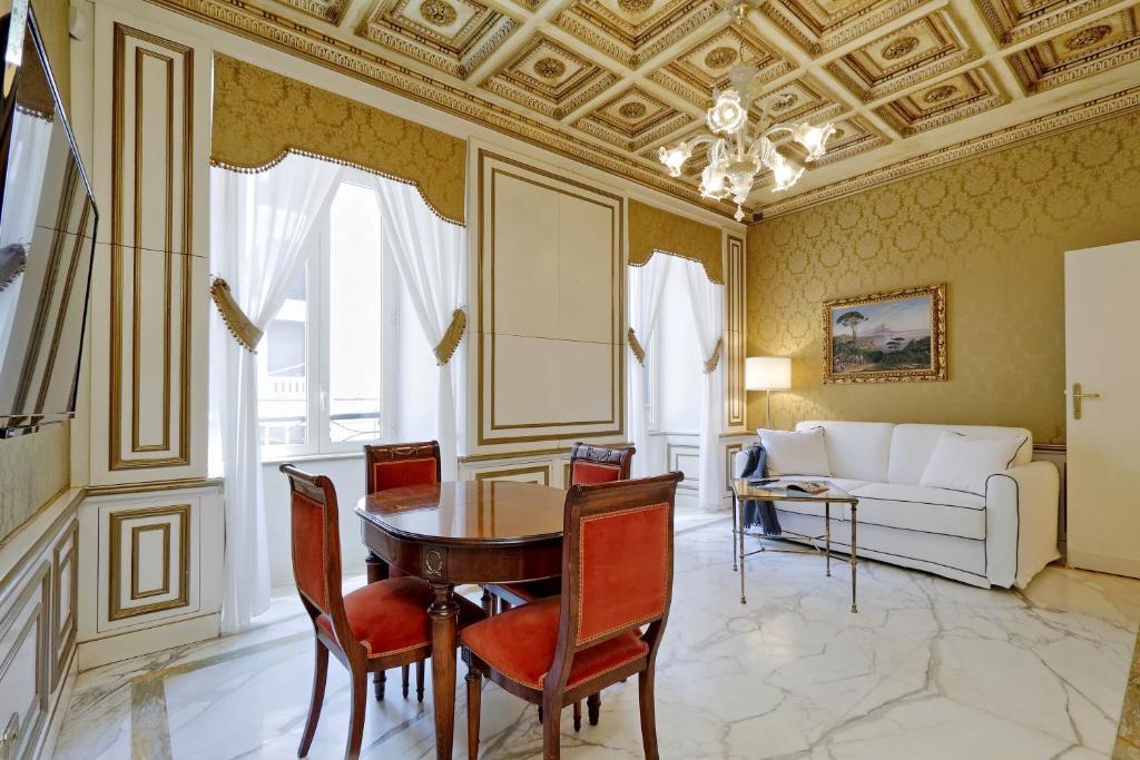 Elegant apartment nearby Trevi Fountain