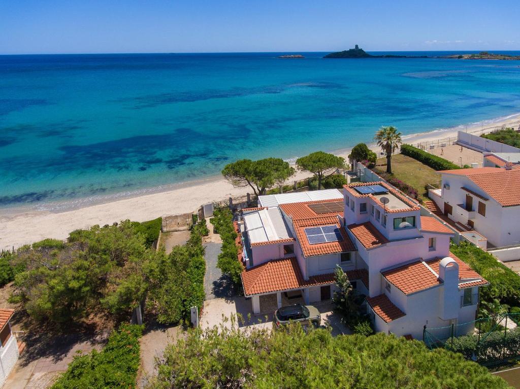 Lussuoso appartamento sulla spiaggia di Nora con jacuzzi e giardino image5