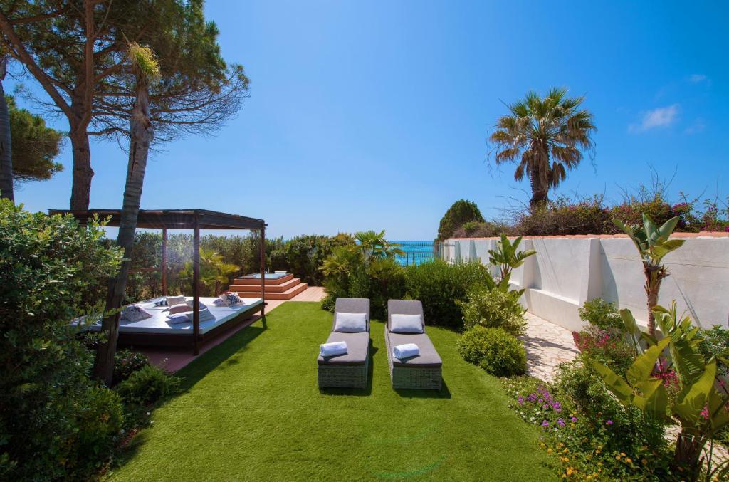Lussuoso appartamento sulla spiaggia di Nora con jacuzzi e giardino image7