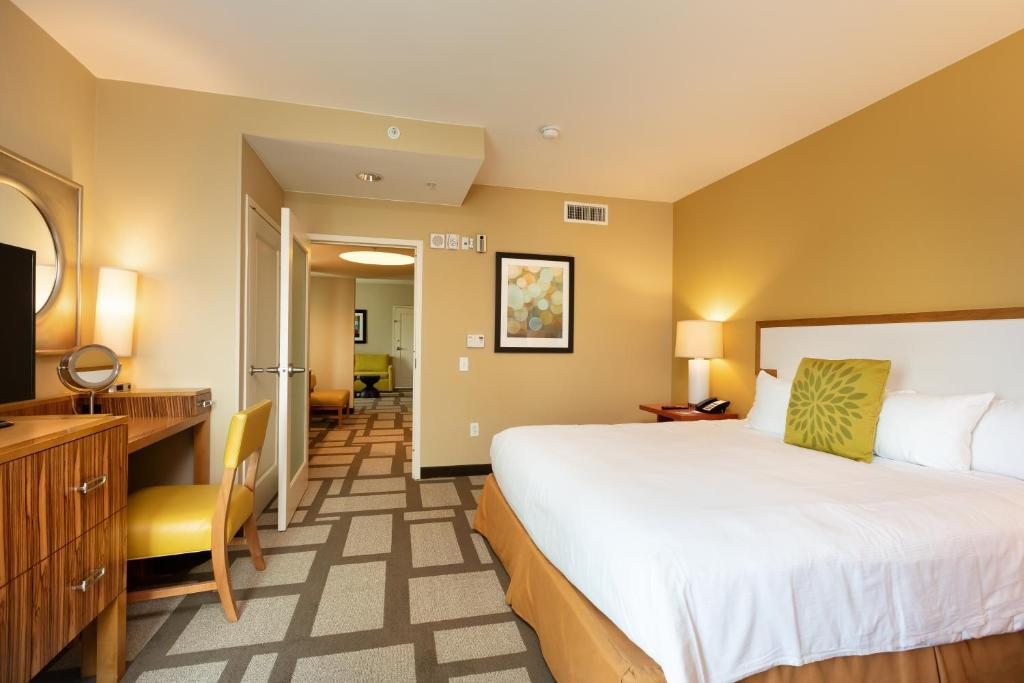 Embassy Suites Houston - Downtown Photo #12