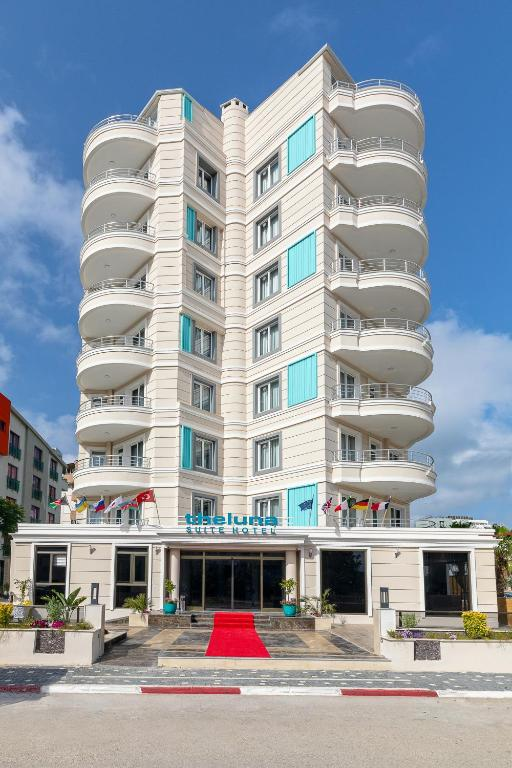 TheLuna Suite Hotel
