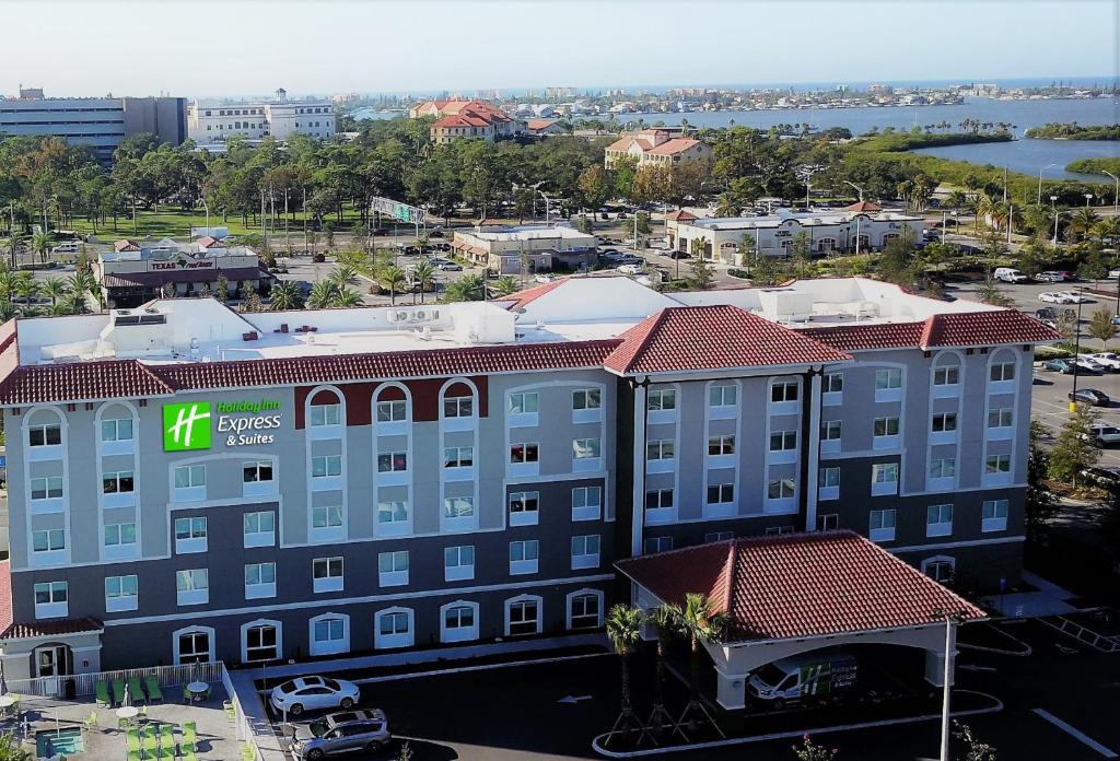 Holiday Inn Express & Suites - St. Petersburg - Madeira Beach, an IHG Hotel