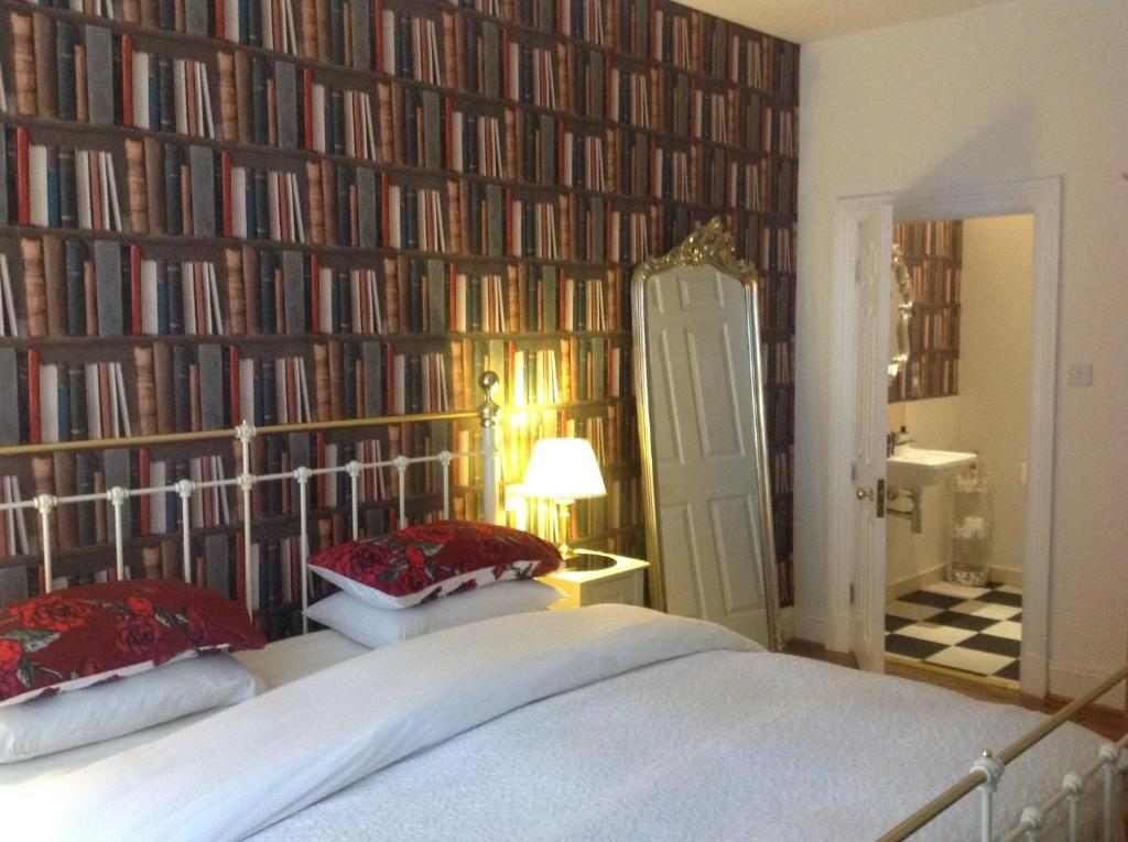 A Room in the City - West (formerly Luxury Central B&B)