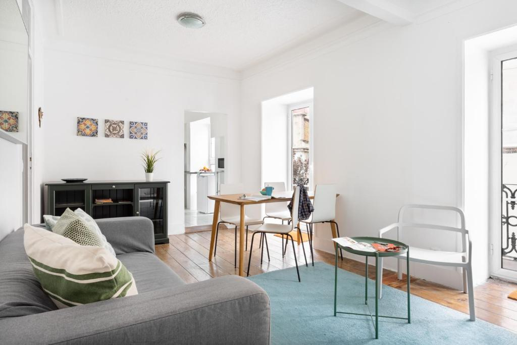 ALTIDO Stunning 4BR Apt with terrace and seaview in Alfama
