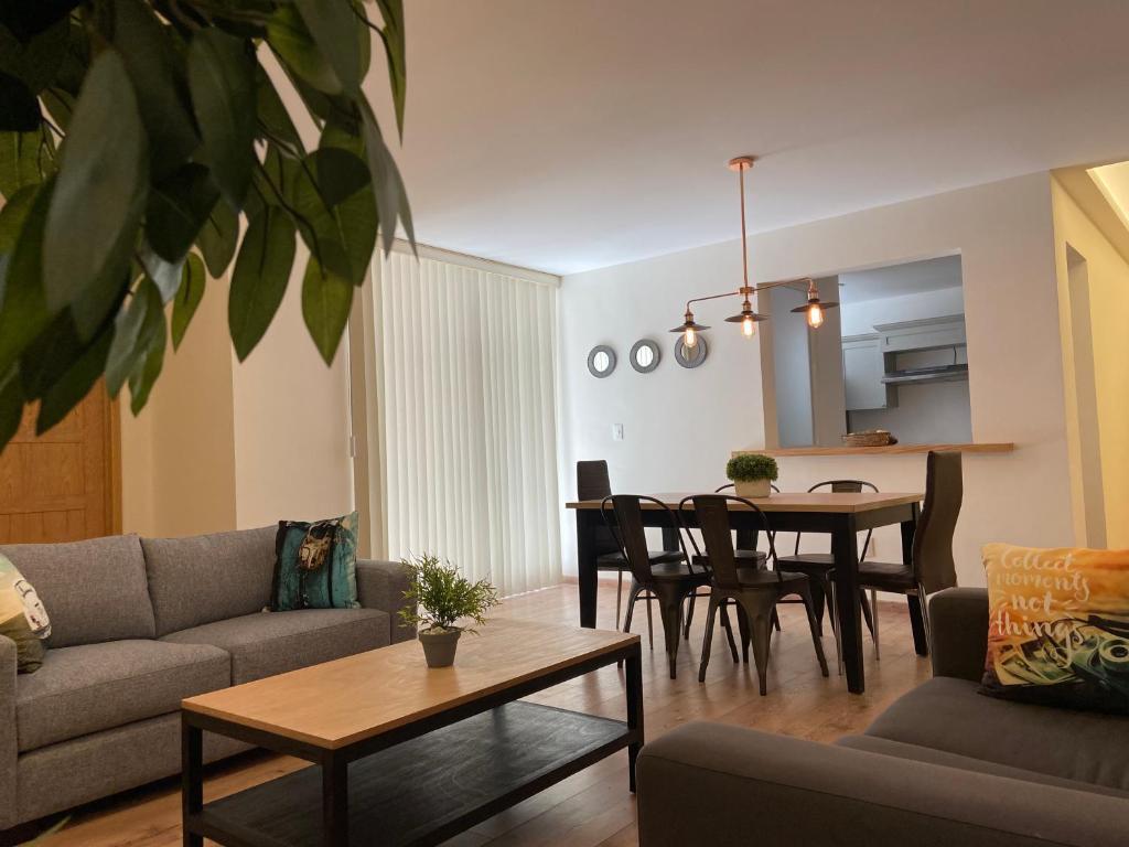 Casa Donceles Apt 3 Hermoso y super amplio, ideal para la familia, Sanitizado! 9 min del Zócalo y 3 de Palacio de Bellas Artes, WiFi gratis!!