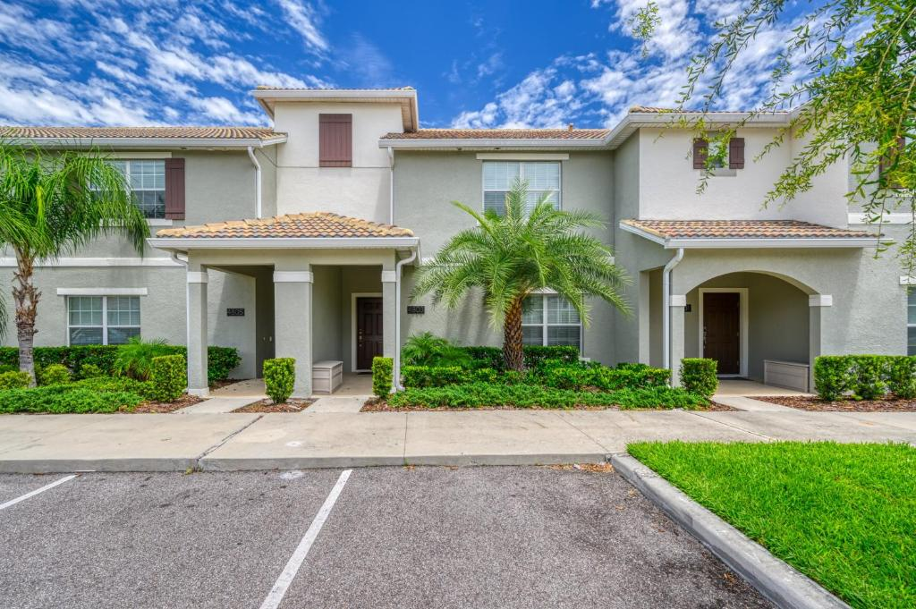 4803 Townhome with Private Pool near Disney