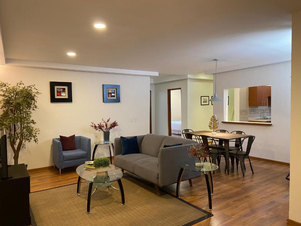 Casa Donceles Apt 8 Precioso Ideal para la Familia, amplio, sanitizado! 9 min del Zócalo, 4 min del Palacio Bellas Artes, WiFi gratis!!
