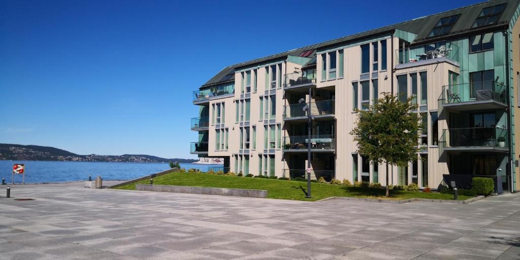 Eksklusiv & idyllisk leilighet i Sandvikensjøfront