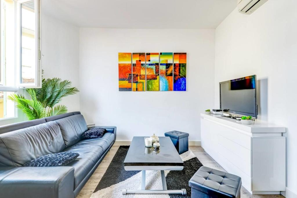 GuestReady - Beautiful Modern 2 Bedroom Apartment in Center