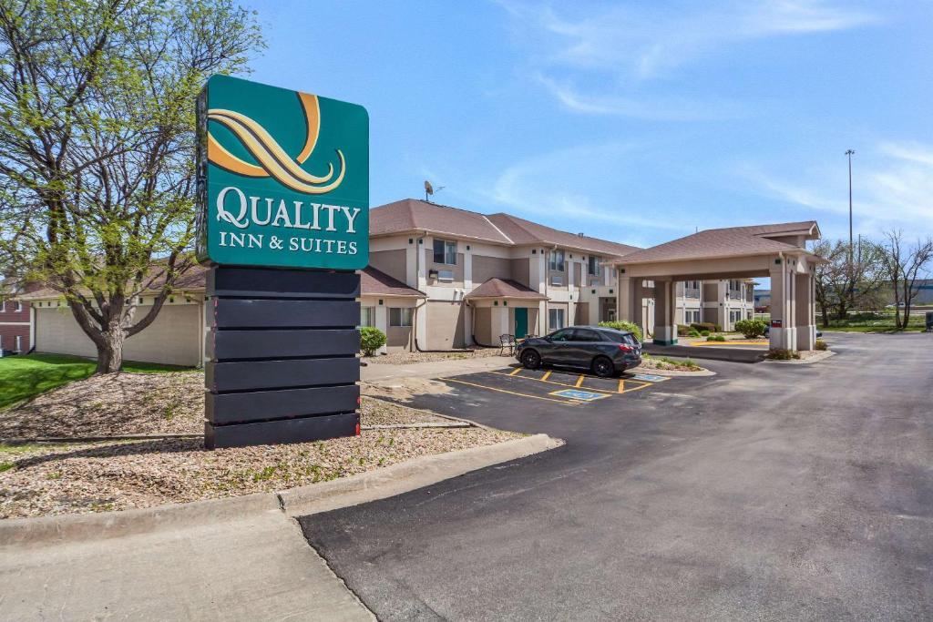 Quality Inn & Suites West Omaha - NE Linclon
