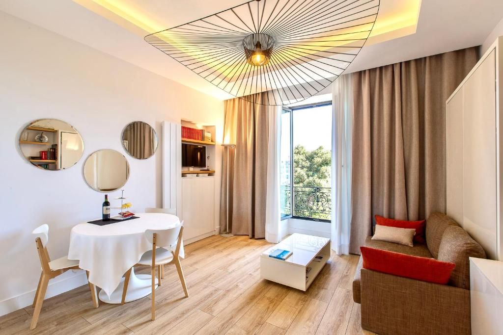 GRAND HÔTEL City Center at 2 minutes walk from the beach