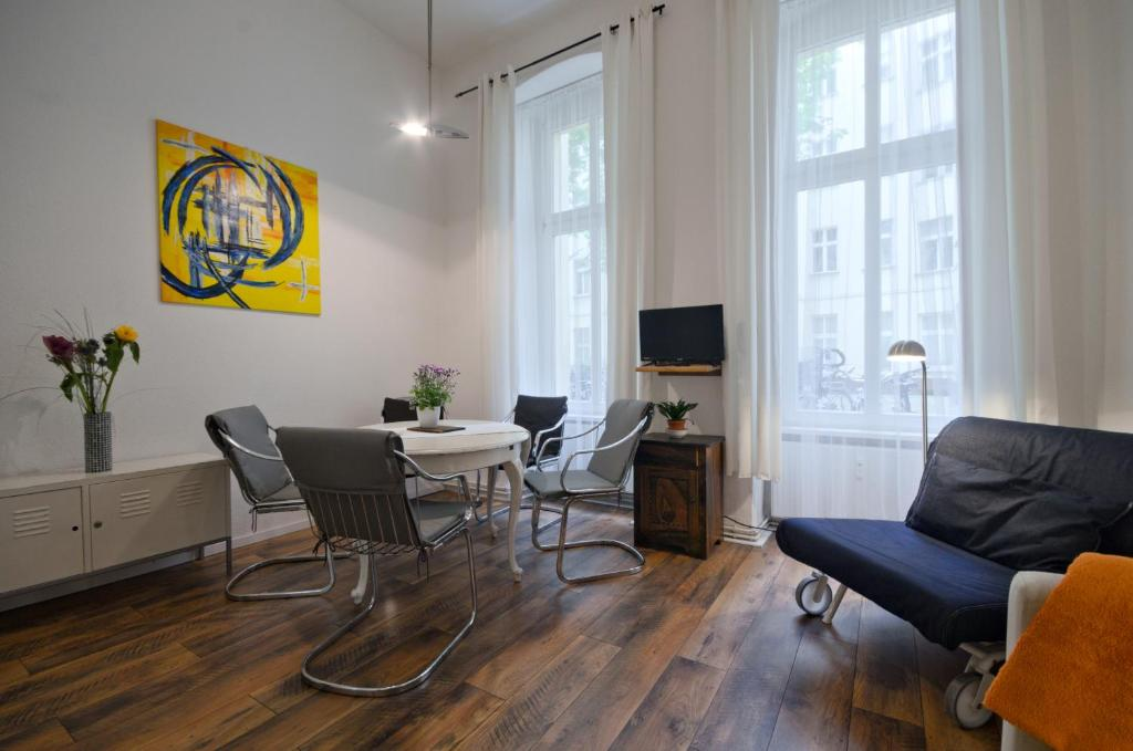 Quiet Courtyard Apartment (PB1)